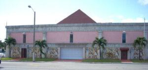 Fachada principal de la Gran Logia de Cuba en el Exterior