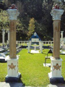 Columnas de entrada al templo masónico
